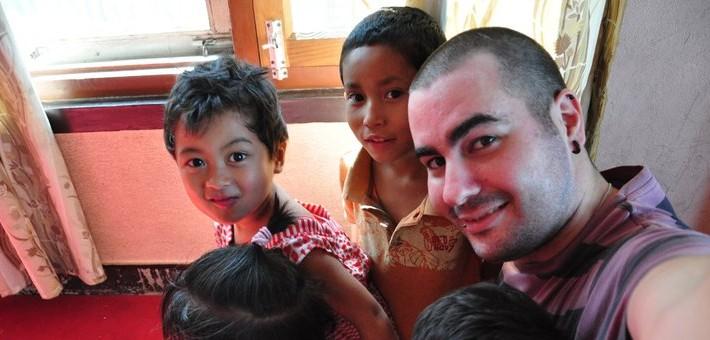 Primer abrazo de sus niños a David Vicente
