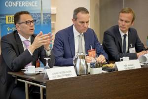 Adrian van den Hoven (Director General EGA), Nick Haggar (Presidente EGA) y Bork Bretthauer (Director General Pro Generika)